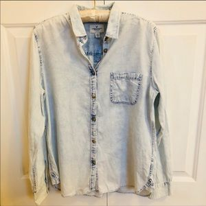 American eagle AEO chambray button up shirt